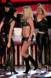 http://img135.imagevenue.com/loc10/th_91054_celeb-city.eu_Britney_Spears_2007_MTV_Video_Music_Awards_Show_15_122_10lo.jpg