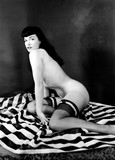 There's a film about her coming out soon (The Notorious Bettie Page), so I thought this thread deserved an update. Foto 50 (Там's фильма о ее скором выходе (The Notorious Бетти Пейдж), поэтому я подумал, что это заслуженное потока обновлений. Фото 50)