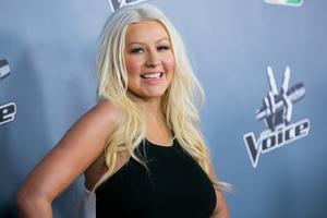 [Fotos+Videos] Christina Aguilera en la Premier de la 4ta Temporada de The Voice 2013 - Página 4 Th_985626921_001_Christina_Aguilera_07_122_139lo