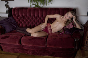 http://img135.imagevenue.com/loc186/th_404480589_tduid300163_SexArt_Ravani_Milena_D_medium_0028_123_186lo.jpg