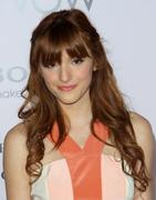 http://img135.imagevenue.com/loc26/th_177768657_BellaThorne_TheVow_HollywoodPremiere_19_122_26lo.jpg