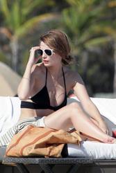 http://img135.imagevenue.com/loc342/th_311919278_Mischa_Barton_Bikini_Candids_on_the_Beach_in_Miami_December_27_2011_137_122_342lo.jpg