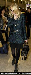 Nov 21, 2010 - Kate Bosworth - At Incheon Airport in Seoul Th_78871_tduid1721_Forum.anhmjn.com_20101130075736025_122_442lo