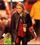 mary kate olsen Christmas shopping in NYC