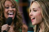 [Imagen: th_24763_Amanda_Bynes_-_2005_MTV47s_Tota..._503lo.jpg]